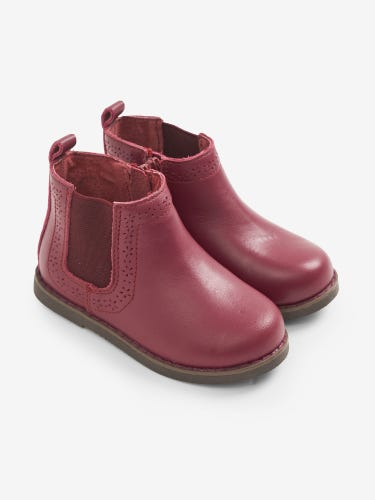 Pretty Leather Chelsea Boots